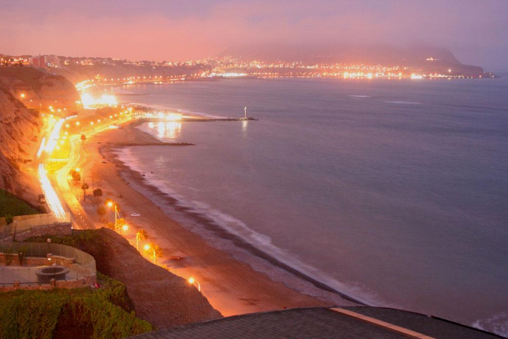 リマの新市街「ミラフローレス」を夕涼み散策♪_b0108109_8155113.jpg