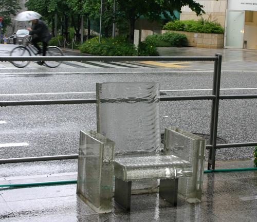 雨に消える椅子_d0039955_2118797.jpg