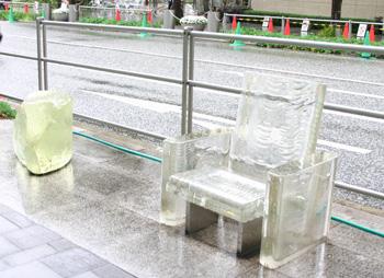雨に消える椅子_d0039955_21215191.jpg