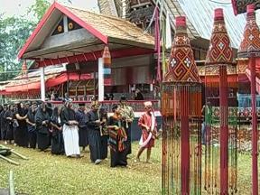トラジャの葬儀(2) - 延々とおもてなし_f0011059_20105352.jpg