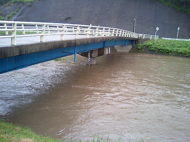 大雨洪水警報_d0027486_14103997.jpg