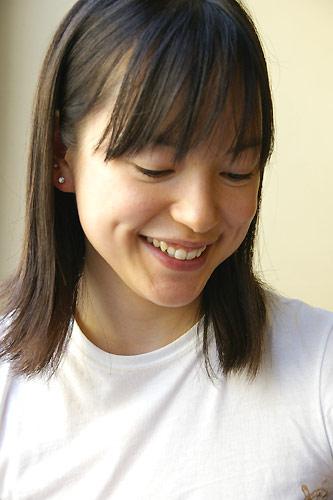 サル姉妹、KIKIちゃんに大サービス?!_c0024345_6334366.jpg