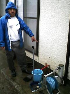 豪雨水害、住民ショックー鹿島久保3丁目で床上浸水_e0068696_1824747.jpg