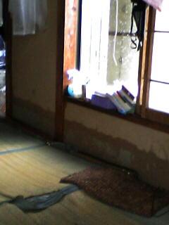 豪雨水害、住民ショックー鹿島久保3丁目で床上浸水_e0068696_1832837.jpg