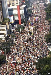 ブラジル・サンパウロ・プライド:過去最高の240万人を動員_d0066343_643319.jpg