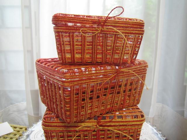 たくさん籠を買ったので、中にはチーズケーキを。_e0078359_22453759.jpg