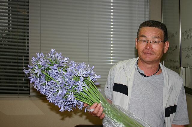 手作りのお花をありがとう! 渡辺修一さん_d0070316_1865099.jpg