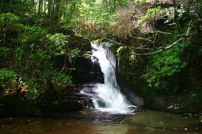 行動(ぎょうどう)の滝は・・・?  三重県名張市_d0055236_178563.jpg