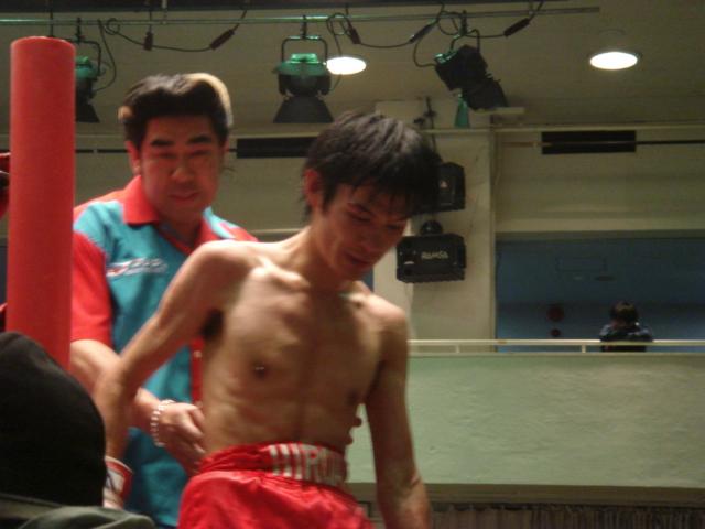 赤羽拳士3戦全勝(6/8 後楽園ホール B級トーナメント)_f0072287_1114547.jpg
