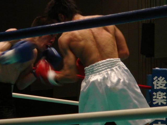 赤羽拳士3戦全勝(6/8 後楽園ホール B級トーナメント)_f0072287_1123778.jpg