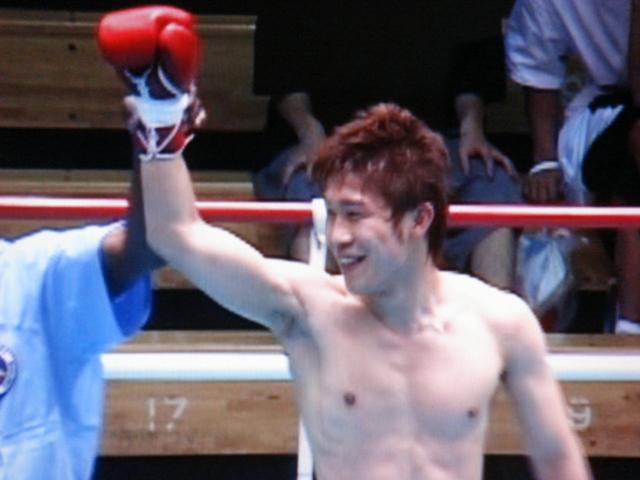 赤羽拳士3戦全勝(6/8 後楽園ホール B級トーナメント)_f0072287_1129562.jpg