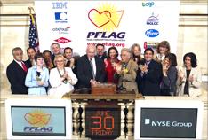 米PFLAG、NY証券取引所のクロージング・ベルを鳴らす (動画あり)_d0066343_11332099.jpg