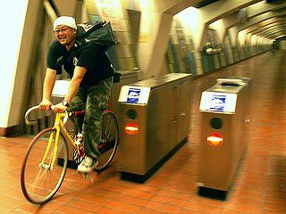 地下鉄無料乗り放題だった。多分。_c0017199_2320363.jpg