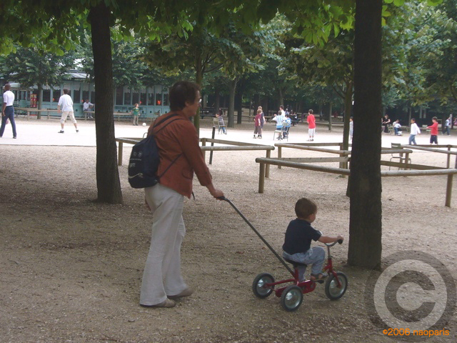 ■最近のリュクサンブルグ公園から_a0008105_44728100.jpg