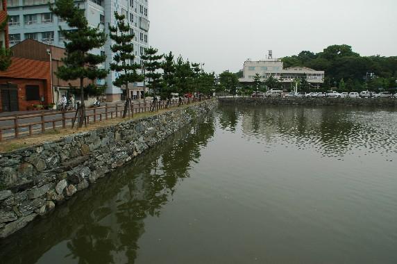 和歌山城の外周を歩こう  1_b0093754_2239106.jpg
