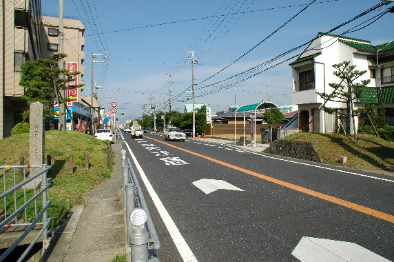一 里 塚    _b0093754_1263872.jpg