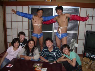 草むしり。11人飯。モンゴル相撲。_a0080406_19292579.jpg