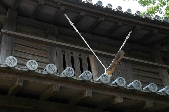 岡山の時鐘堂(県指定文化財)と 「禁殺生」 の碑_b0093754_0461455.jpg