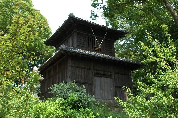 岡山の時鐘堂(県指定文化財)と 「禁殺生」 の碑_b0093754_046247.jpg