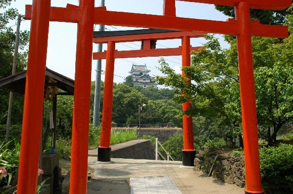 岡山の時鐘堂(県指定文化財)と 「禁殺生」 の碑_b0093754_0465147.jpg
