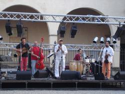 小さな村でキューバ音楽_f0106597_4344082.jpg