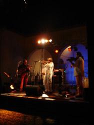 小さな村でキューバ音楽_f0106597_442121.jpg