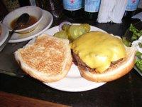肉の旨さを知れる本物のハンバーガー_f0088456_2562248.jpg