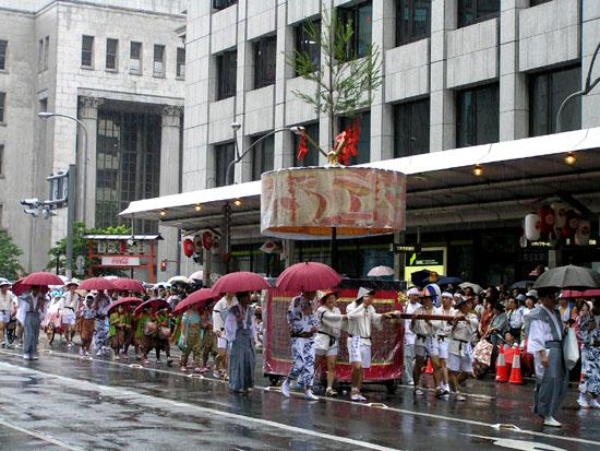 祇園祭 山鉾巡行1_e0048413_16382216.jpg