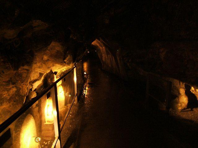江ノ島で行ってきた岩屋洞窟~入り口から第一洞窟_e0089232_2245220.jpg