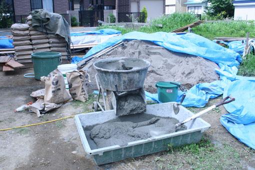 八郎潟の家09:外壁の漆喰下地モルタル塗り_e0054299_15342620.jpg