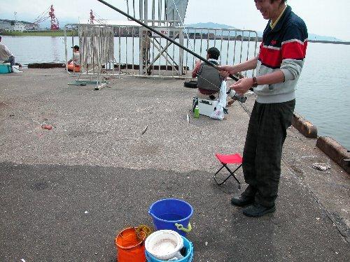 魚釣りの様子_e0087201_22192476.jpg