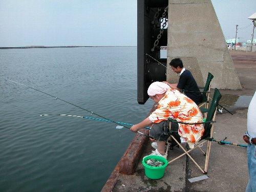 魚釣りの様子_e0087201_222234.jpg
