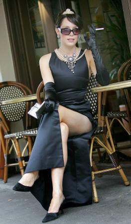 オードリー・ヘプバーンが「ティファニーで朝食を」で着用した黒のドレスがオークションに_d0066343_021041.jpg