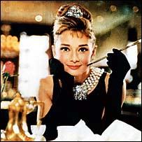 オードリー・ヘプバーンが「ティファニーで朝食を」で着用した黒のドレスがオークションに_d0066343_062339.jpg