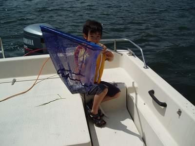 子供達海上ゴミ拾いクルージング_a0077071_8244640.jpg