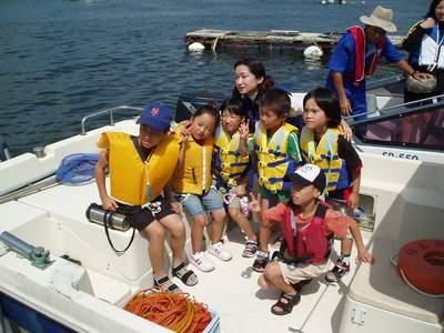 子供達海上ゴミ拾いクルージング_a0077071_894091.jpg