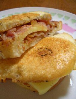 ベーコンとチーズのホットサンド_e0013727_23521414.jpg