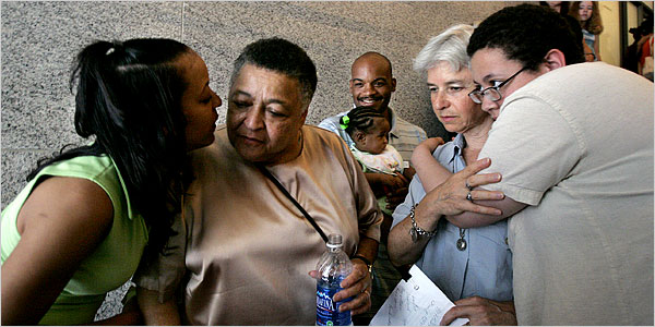 米ワシントン州最高裁「同性婚を禁じる州法は合憲」 2_d0066343_9253371.jpg