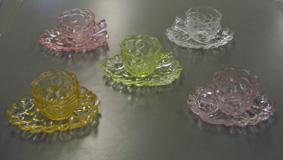 お拾いものたちに囲まれて  色ガラスカップセット_d0000995_21154276.jpg