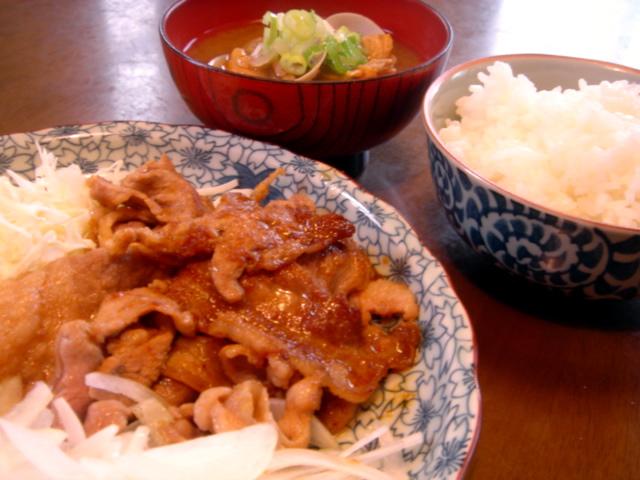本日の昼食....独りご飯で生姜焼き。_d0069838_1313360.jpg