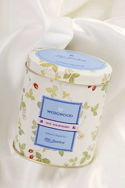 wedgwood  fine strawberry_a0003650_2175513.jpg