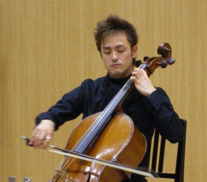 オープンキャンパスと無伴奏チェロ組曲_c0025115_21494545.jpg