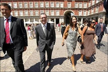 スペイン:市長が同性婚の司式、所属党内からも非難の声_d0066343_12123368.jpg