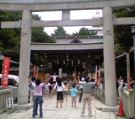 下谷神社でラジオ体操 1・2・3・・・_f0073704_747495.jpg