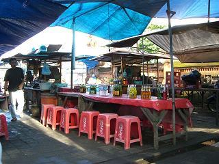 Pasar Kerenengの物乞い_f0011059_8442677.jpg