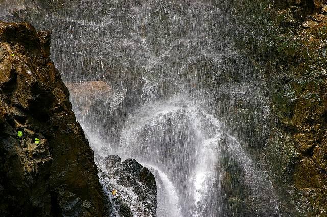 手取峡谷の川下り_d0043136_2325872.jpg