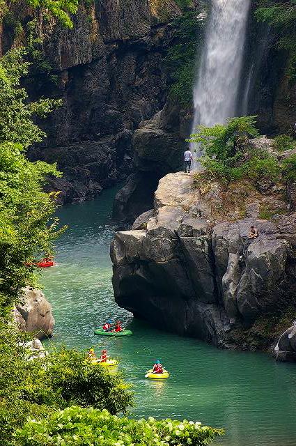 手取峡谷の川下り_d0043136_2329158.jpg