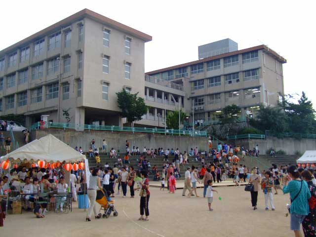 小学校の夏祭り_b0054727_0194716.jpg