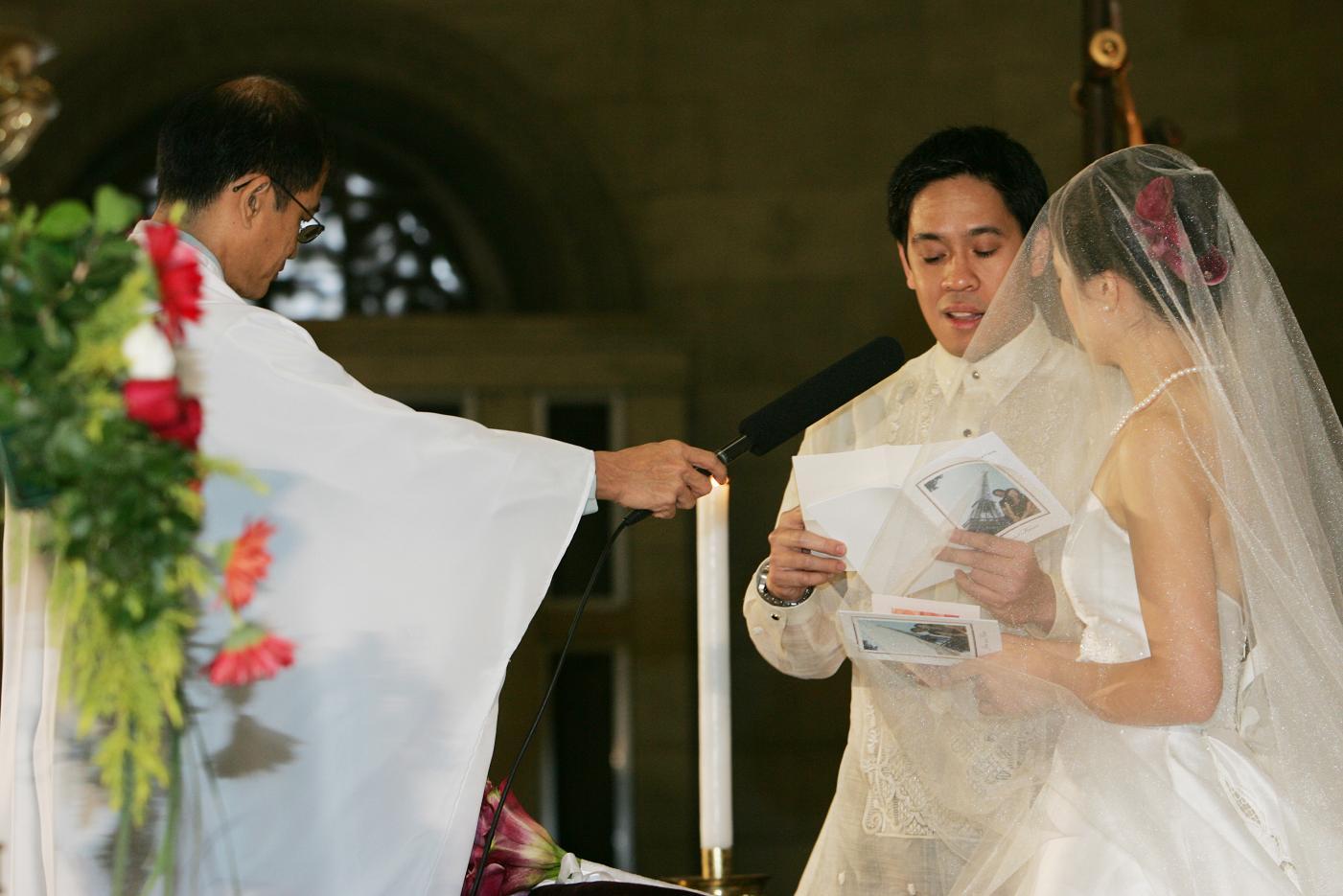 Wedding in Manila<3>教会での特別な儀式_f0099556_2114697.jpg