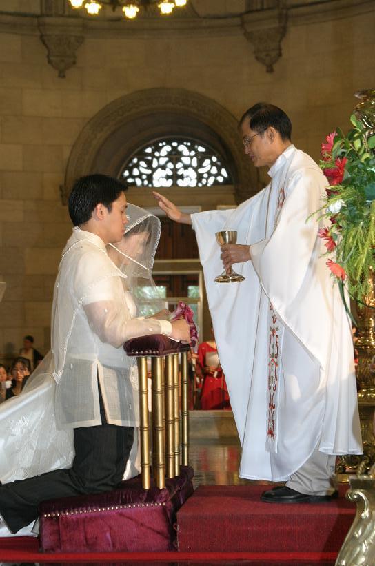 Wedding in Manila<3>教会での特別な儀式_f0099556_21155255.jpg